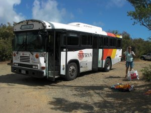 Gammele bus naar Cruz Bay